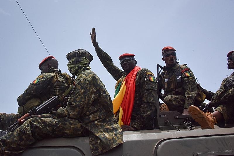 guinee colonel mamady doumbouya chef junte prete serment comme president transition - TribuneOuest